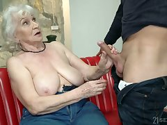 Chubby mature blonde whore Norma is actually good at riding chunky blarney