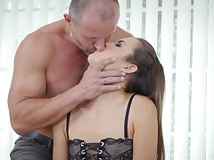 Seductive young paramour Cindy Shine allows to cum relative to tight anal crack