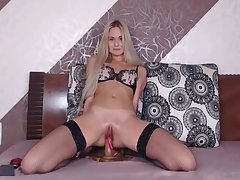 Hanna - Dildo ride in Stockings