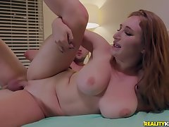 Redhead MILF Skylar Snow makes out on every side Effrontery first Wylde