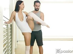 Accidental Bloke helps Alina stretch All her Muscles!